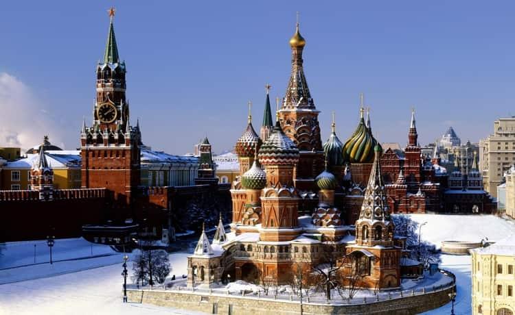 Храм Василия Блаженного в зимнее время
