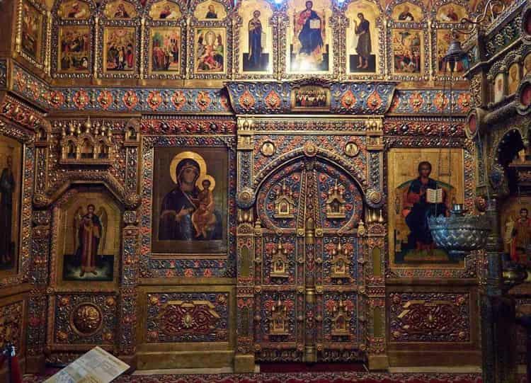 Храм Василия Блаженного и его икона Покрова Богородицы