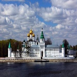 Ипатьевский монастырь в Костроме и его достопримечательности