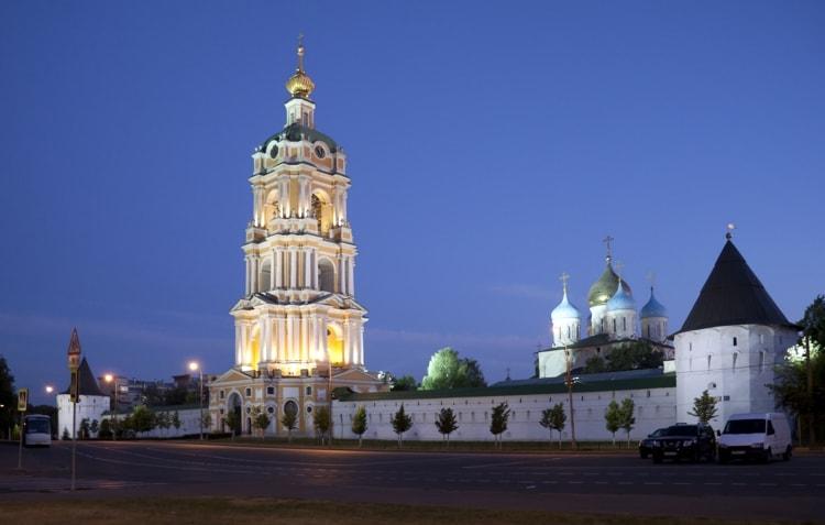 Колокольня в Новоспасском монастыре является его достопримечательностью