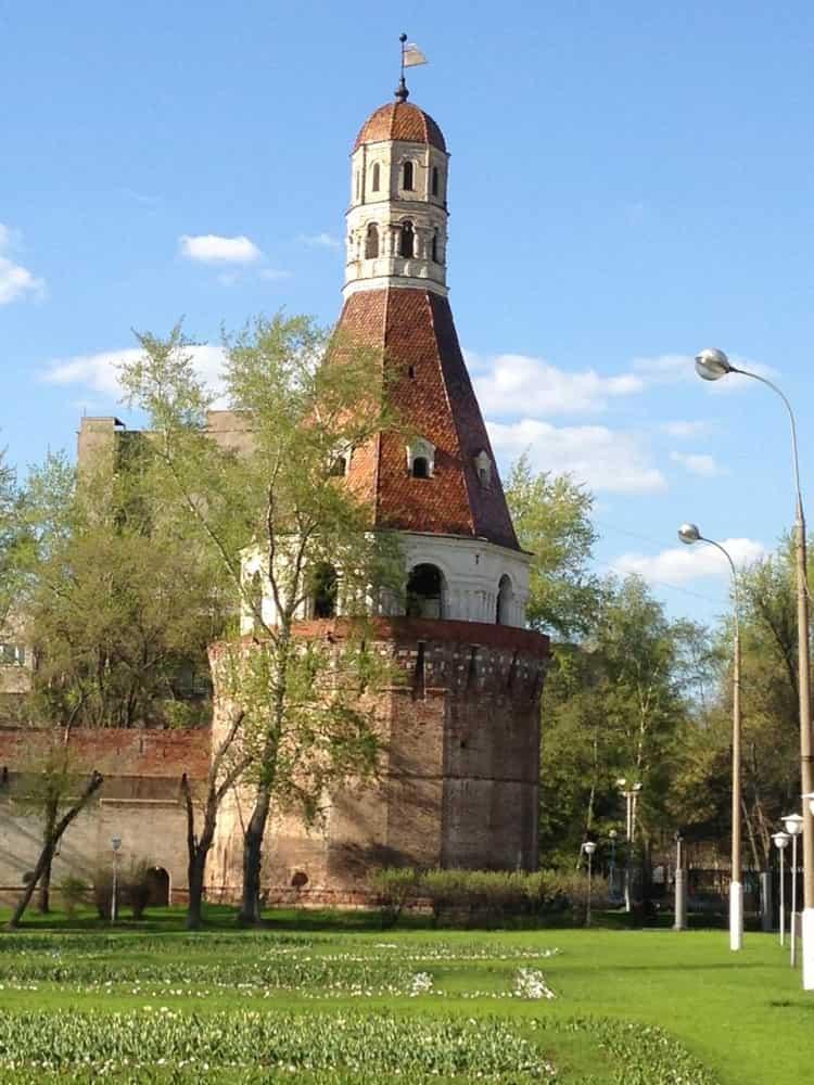 Симонов монастырь и его достопримечательность - монастырские башни