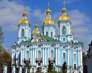 Никольский Морской собор в Санкт-Петербурге расположен на берегу Крюкова канала