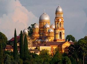 Новоафонский монастырь - поражает своей изысканной архитектурой