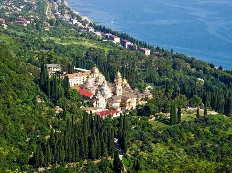 Новоафонский монастырь и его живописная природа