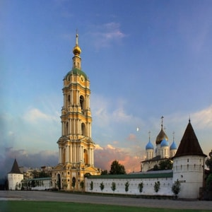 Новоспасский монастырь - очень интересный своими святынями и архитектурой