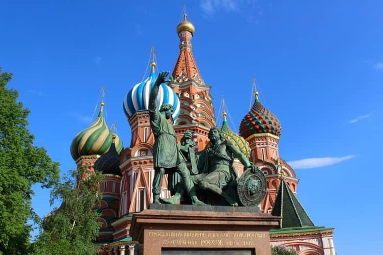 Храм Василия Блаженного и его достопримечательность памятник Пожарскому и Минину