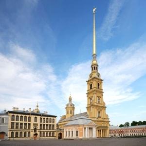 Петропавловский собор в Санкт-Петербурге занимает главное место в ансамбле Петропавловской крепости