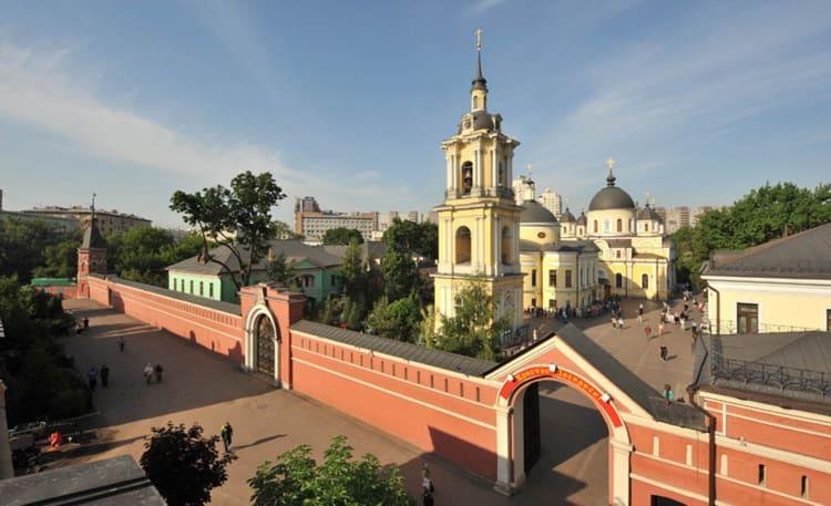 Покровский женский монастырь в москве, архитектура которого вписывается в столичную архитектуру