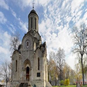 Спасо-Андроников монастырь потрясает еще издалека
