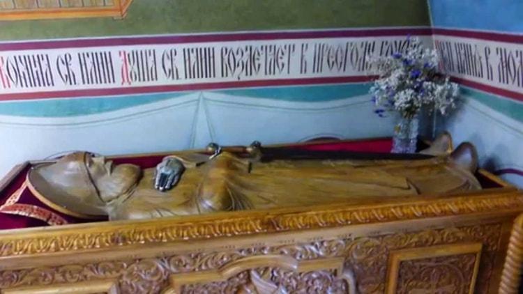 Спасо Преображенский монастырь и его достопримечательность - статуя Ильи Муромца