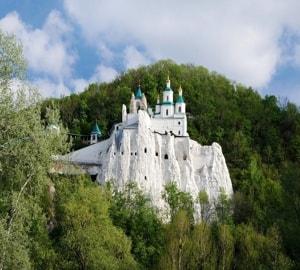 Святогорский монастырь - издревле входил в ряд самых почитаемых на Руси