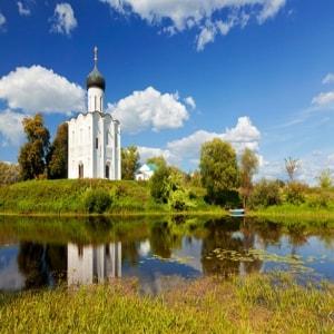Белокаменная церковь Покрова на Нерли - величайший памятник мирового искусства, жемчужина русской архитектуры
