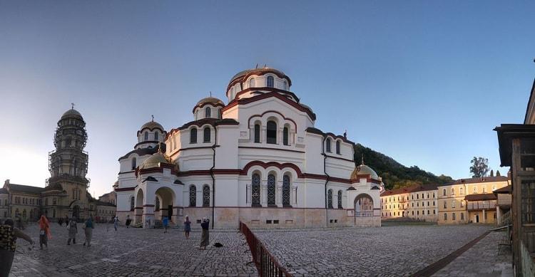 Церковь святого Пантелеймона в Новоафонском монастыре является его достопримечательностью