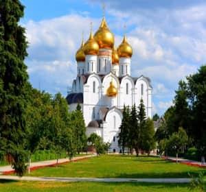 Успенский собор в городе Ярославль со всеми достопримечательностями