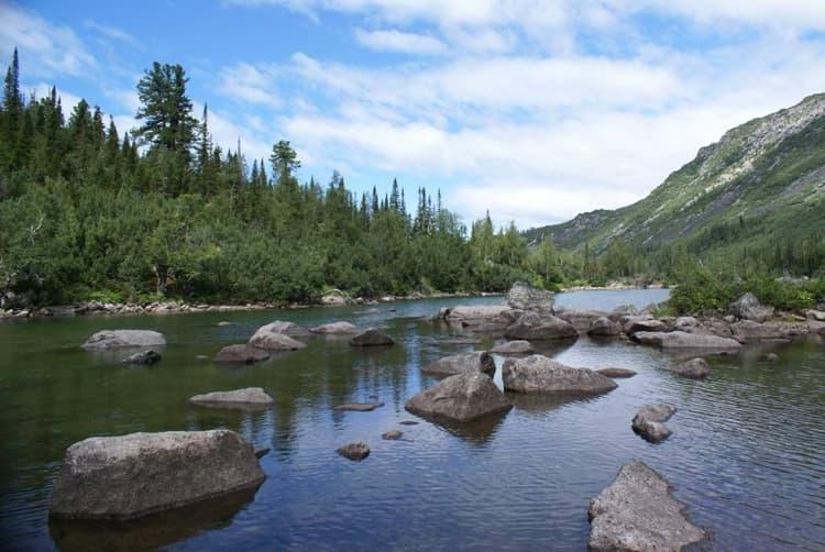 Баргузинский заповедник и его достопримечательности, одной с которых является Долина реки Шумилиха и горные озера