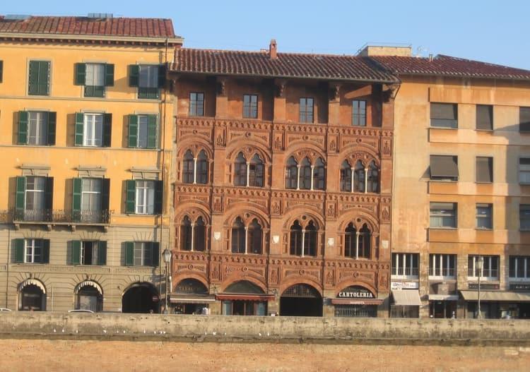 Город Пиза и его достопримечательность - Дворец Агостини