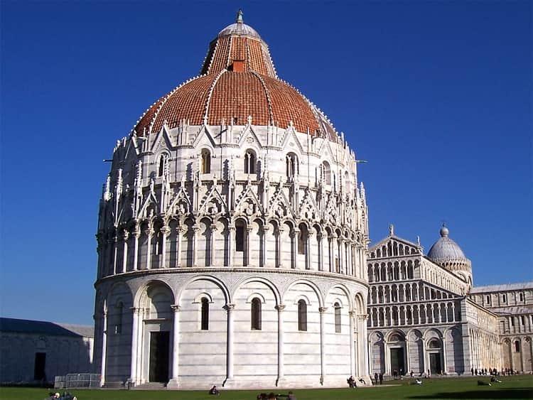 Город Пиза и его достопримечательности, одной с которых является - баптистерий Святого Иоанна