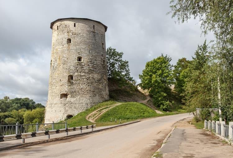 Псков и его достопримечательности - Гремячья башня