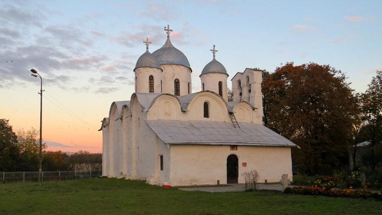 Псков и его достопримечательности - Иоанно-Предтеченский монастырь