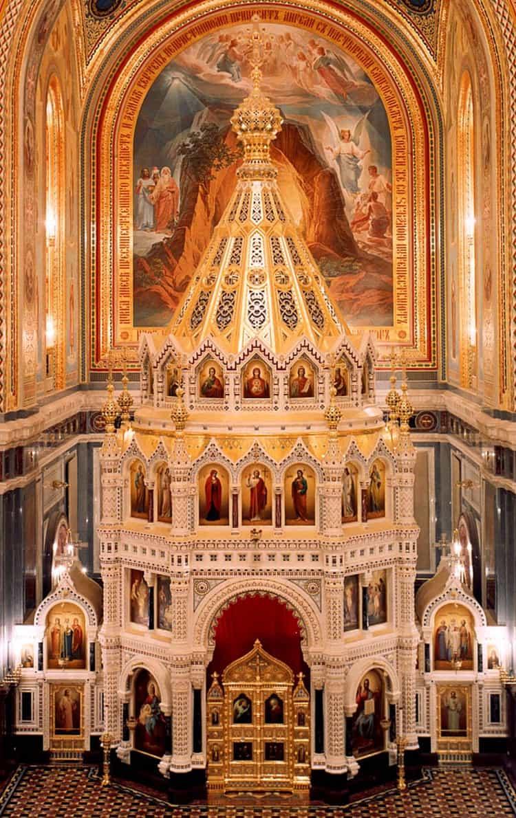 Нафото внутриХрама Христа Спасителязнаменитый алтарь