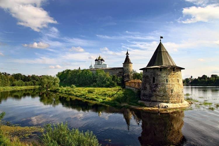 Псковский Кром - достопримечательность города Псков