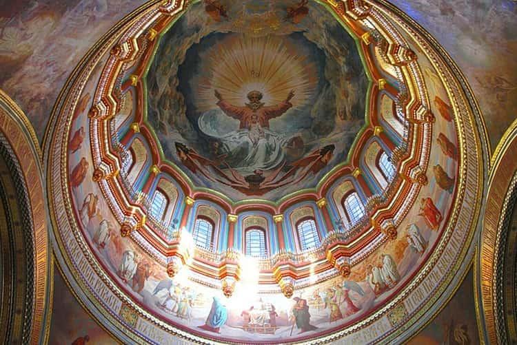 Храм Христа Спасителя и его вид в середине