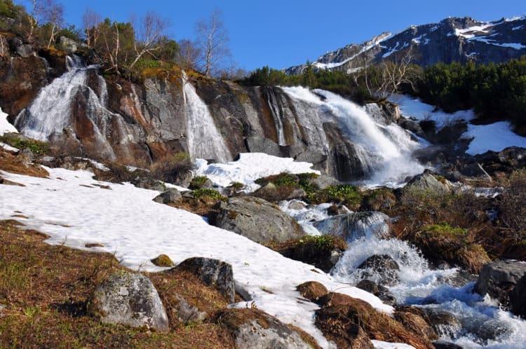 Баргузинский заповедник и его достопримечательности, одной с которых является Водопад на речке Шумилихе