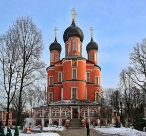 Одним из самых старинных и почитаемых религиозных православных святынь Москвы является Донской монастырь