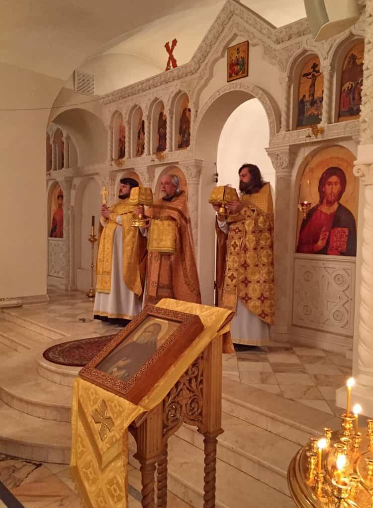 Храм Серафима Саровского в Раеве и его восхитительный двухъярусный иконостас