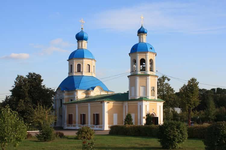 Храм Петра и Павла в Ясенево - старинный храм на юге Москвы