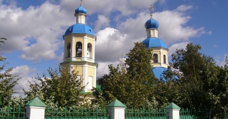 Храм Петра и Павла в Ясенево в стиле позднего борокко