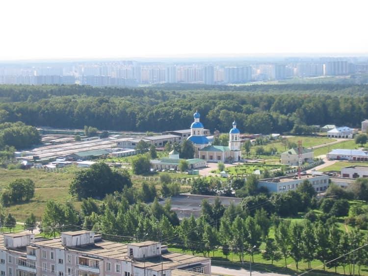 Храм Петра и Павла в Ясенево с высоты птичьего полета