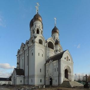 Храм Серафима Саровского в Раеве знаменит своими святынями, иконами и другими достопримечательностями