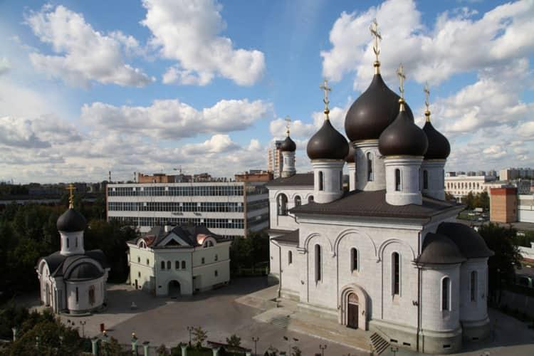 Храм Сергия Радонежского на Рязанке включает в себя сегодня 2 храма