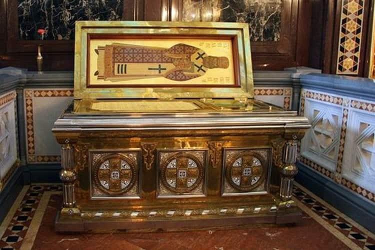 Храм Христа Спасителя и его святыня - ковчег со Святых Мощей частицами