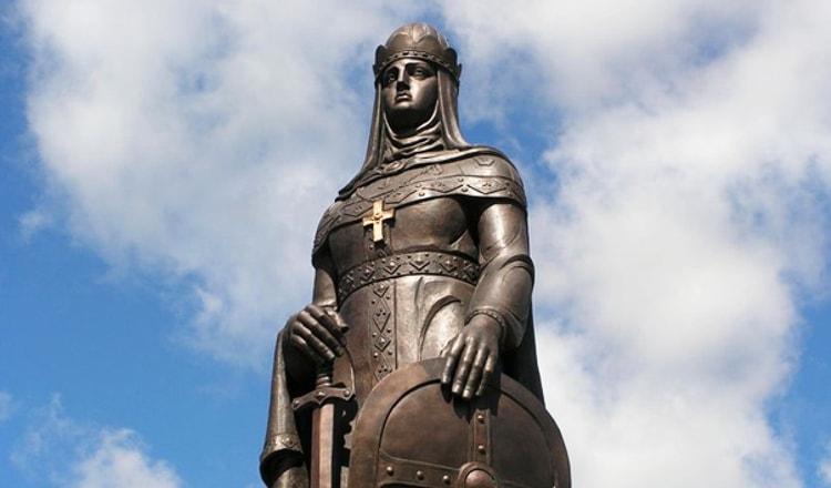Псков и его достопримечательности - памятник святой Равноапостольной княгине Ольге