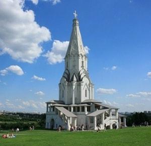 Церковь Вознесения в Коломенском - шедевр мировой архитектуры, внесенный в список ЮНЕСКО
