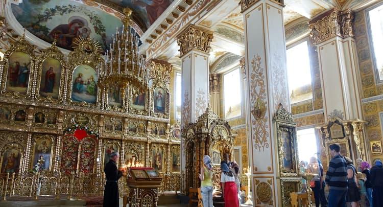 Раифский монастырь внутри очень красив и богат